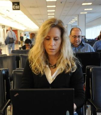 Mobile worker airport laptop